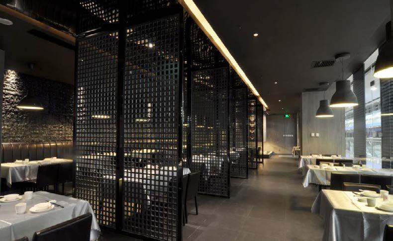 时尚个性的餐厅装修设计可以营造温馨大气的环境。民以食为天是自古以来的一句名言,所以一个可以让人胃口大增心情好的餐厅设计是非常专重要的。  Design+迪加酒店设计师事务所专注高品质的酒店餐饮设计,活跃于餐饮专业领域,目前业务立足上海,辐射全国10多个城市。拥有一批经验丰富的专业设计人员,是一支充满活力的创作团队,始终注重将设计和客户的商业目标完美结合,在多年的实践中,酒店、时尚餐饮已经成为主要设计业务专注对象,并不断取得一定的业绩。团 队 理 念:专注餐饮设计,专业品质为先 上海:13681663880